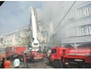เกิดเหตุเพลิงไหม้อาคารพาณิชย์ บขส.เก่าภูเก็ต